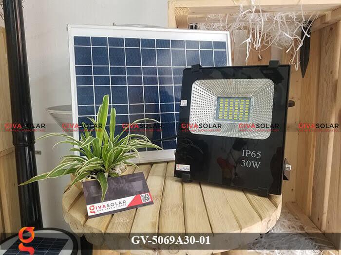 Đèn pha năng lượng mặt trời cao cấp GV-5069A30-01 1