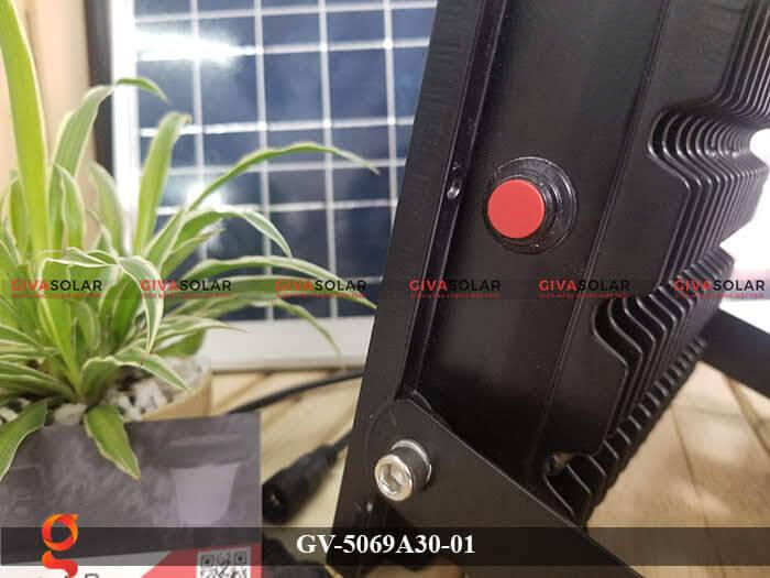 Đèn pha năng lượng mặt trời cao cấp GV-5069A30-01 3