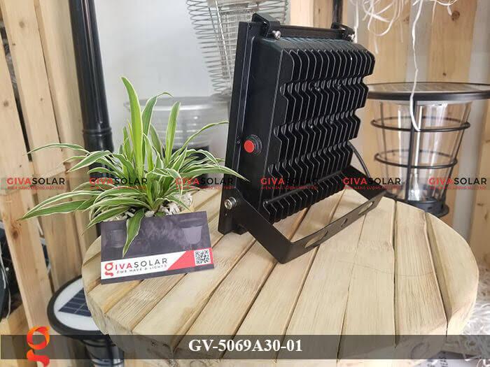 Đèn pha năng lượng mặt trời cao cấp GV-5069A30-01 4