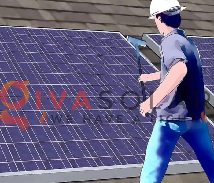 Thuê chuyên gia làm sạch pin năng lượng mặt trời