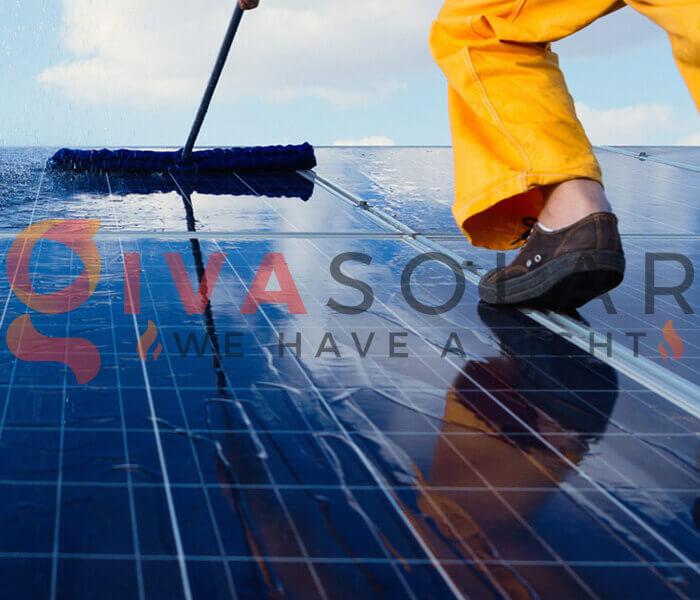 Cách làm sạch pin năng lượng mặt trời
