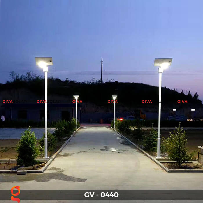 Đèn chiếu sáng đường năng lượng mặt trời GV-0440 2