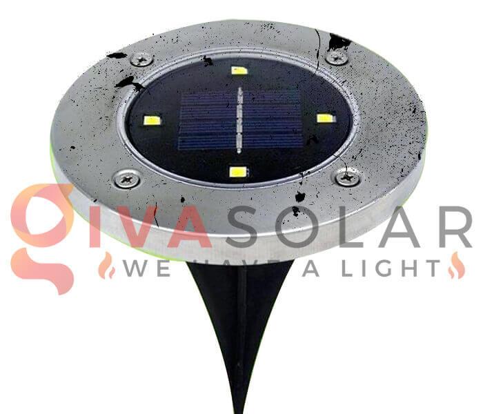 Tấm pin năng lượng mặt trời bị bẩn