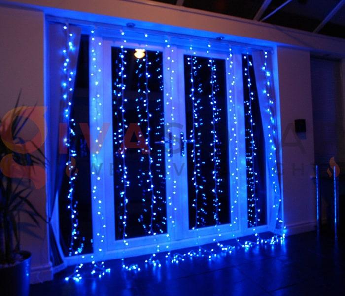 Hướng dẫn treo đèn trang trí Noel xung quanh cửa sổ 3