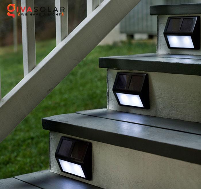 chọn mua đèn cầu thang ngoài trời năng lượng mặt trời 1