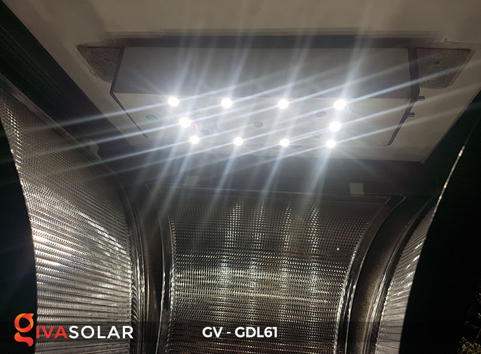 Đèn năng lượng mặt trời chiếu sáng sân vườn GV-GDL61 12