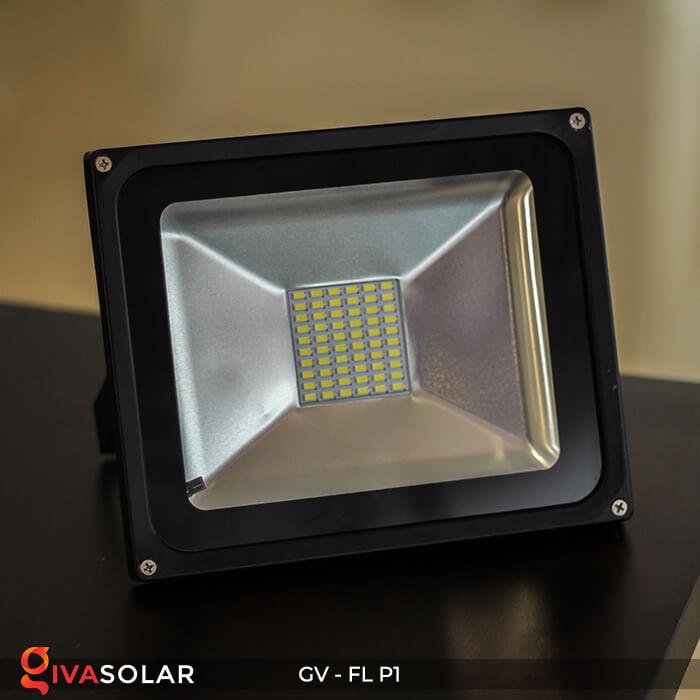 Đèn pha năng lượng mặt trời P1 1