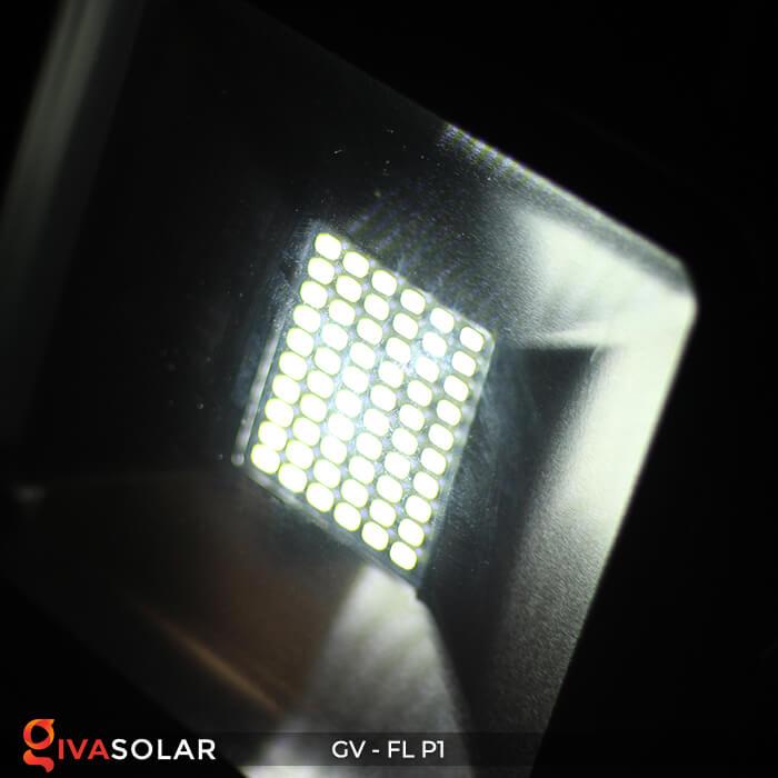 Đèn pha năng lượng mặt trời P1 10