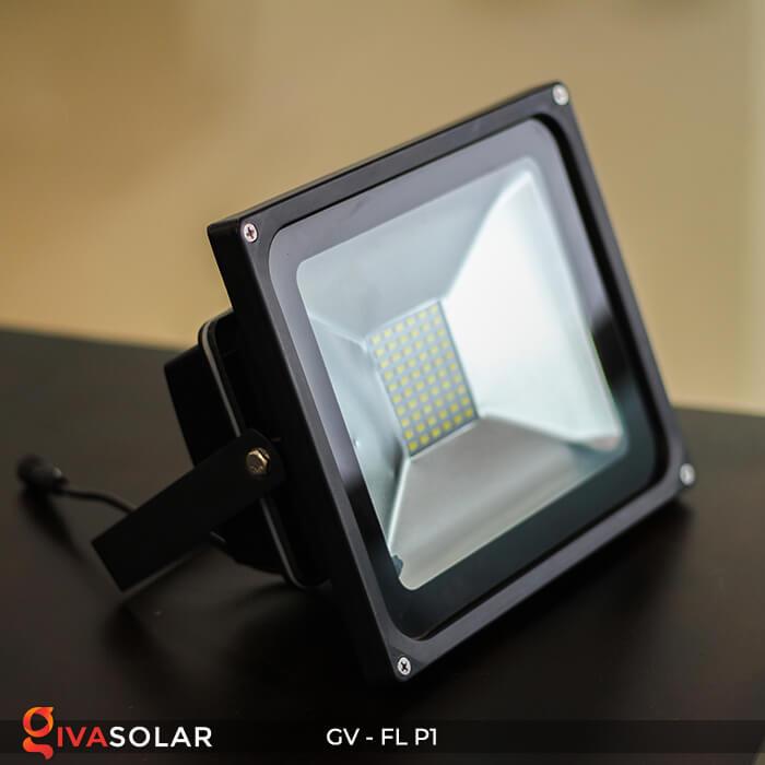 Đèn pha năng lượng mặt trời P1 2