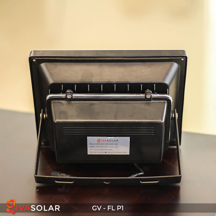 Đèn pha năng lượng mặt trời P1 8