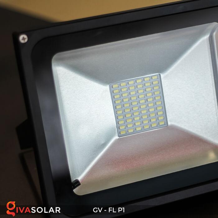 Đèn pha năng lượng mặt trời P1 9