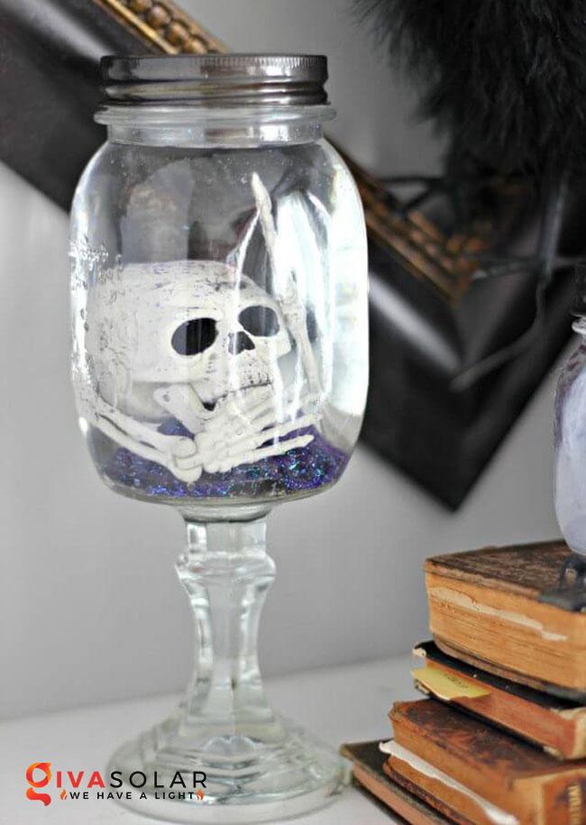 Ý tưởng trang trí Halloween độc đáo với lọ thủy tinh 22