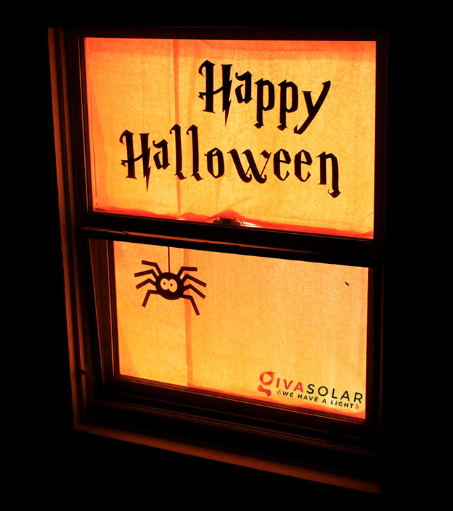 Ý tưởng trang trí cửa sổ Halloween 10