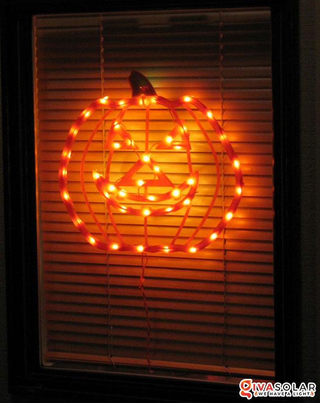 Ý tưởng trang trí cửa sổ Halloween 16