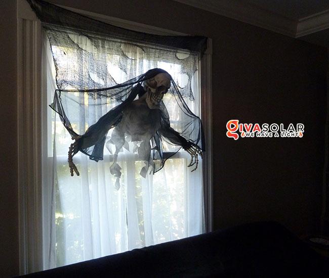 Ý tưởng trang trí cửa sổ Halloween 20