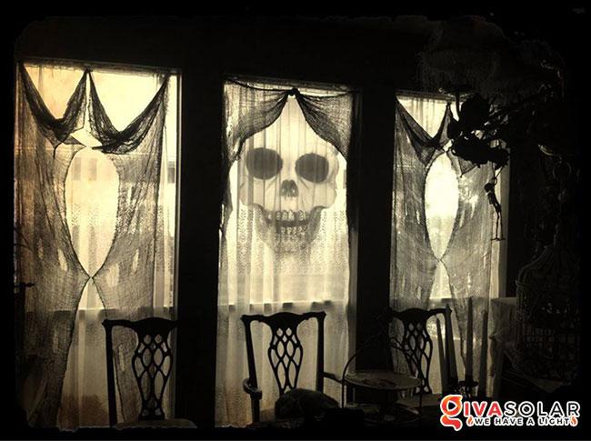 Ý tưởng trang trí cửa sổ Halloween 23