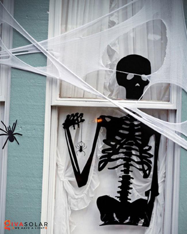 Ý tưởng trang trí cửa sổ Halloween 24