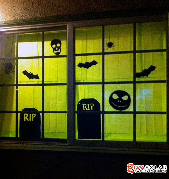 Ý tưởng trang trí cửa sổ Halloween 32