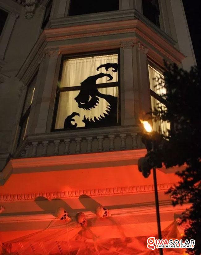Ý tưởng trang trí cửa sổ Halloween 7