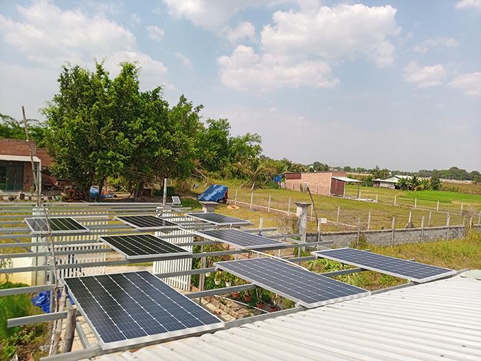 Lắp đặt hệ thống điện mặt trời độc lập 3KW cho anh Linh ở Long An 7