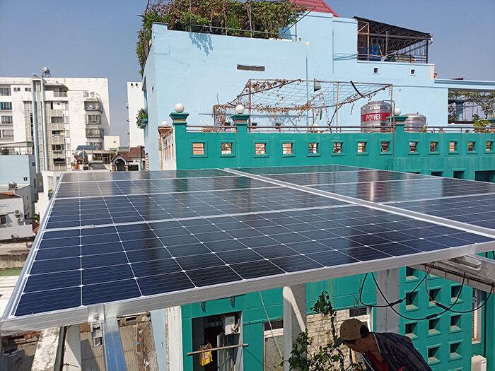 Lắp điện năng lượng mặt trời hòa lưới 4 KW cho chú Phú ở Bình Thạnh 2