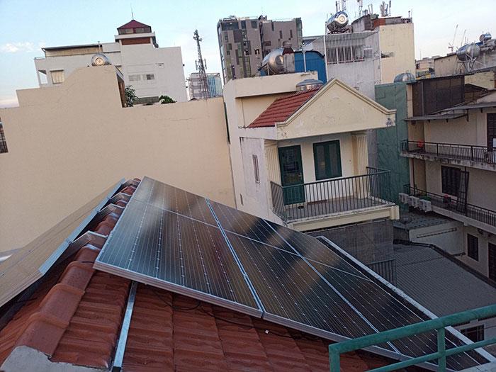 Lắp đặt hệ 4.5KW điện mặt trời hòa lưới cho chú Hùng ở Quận 1 11