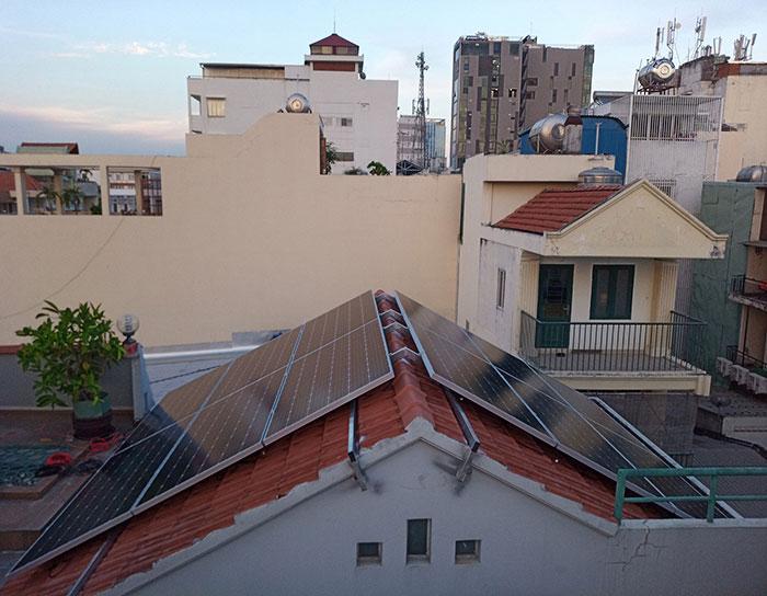 Lắp đặt hệ 4.5KW điện mặt trời hòa lưới cho chú Hùng ở Quận 1 12