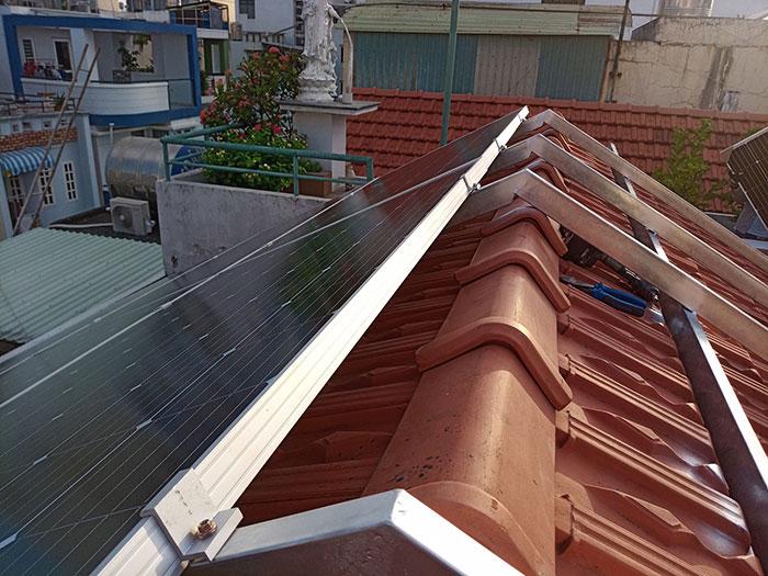 Lắp đặt hệ 4.5KW điện mặt trời hòa lưới cho chú Hùng ở Quận 1 4