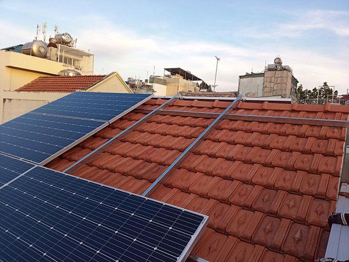 Lắp đặt hệ 4.5KW điện mặt trời hòa lưới cho chú Hùng ở Quận 1 5