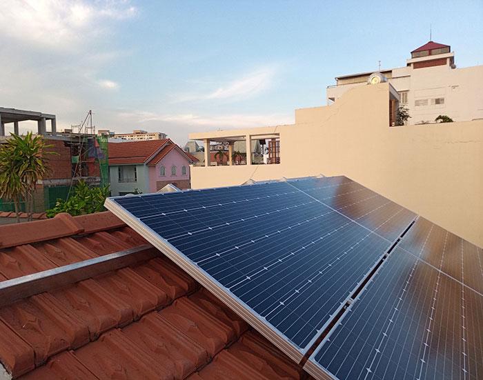 Lắp đặt hệ 4.5KW điện mặt trời hòa lưới cho chú Hùng ở Quận 1 7