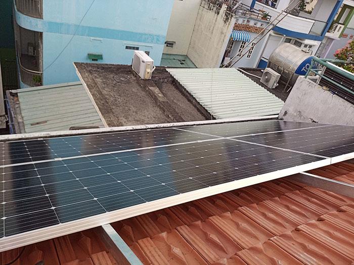 Lắp đặt hệ 4.5KW điện mặt trời hòa lưới cho chú Hùng ở Quận 1 8