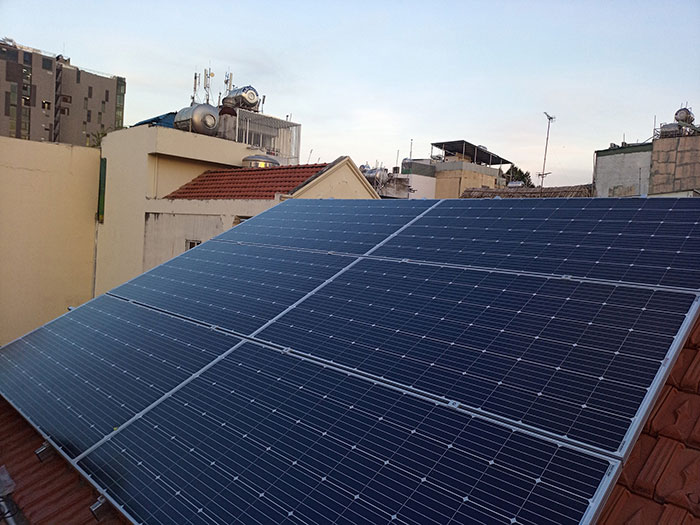 Lắp đặt hệ 4.5KW điện mặt trời hòa lưới cho chú Hùng ở Quận 1 9