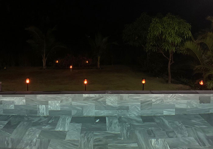 Lắp đặt hệ thống đèn chiếu sáng năng lượng mặt trời ở Khu nghỉ dưỡng & biệt thự Sanctuary Hồ Tràm 13