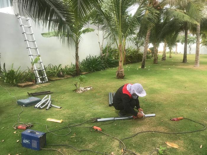 Lắp đặt hệ thống đèn chiếu sáng năng lượng mặt trời ở Khu nghỉ dưỡng & biệt thự Sanctuary Hồ Tràm 2