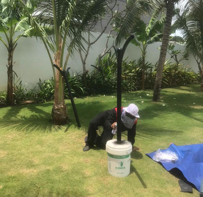 Lắp đặt hệ thống đèn chiếu sáng năng lượng mặt trời ở Khu nghỉ dưỡng & biệt thự Sanctuary Hồ Tràm 3
