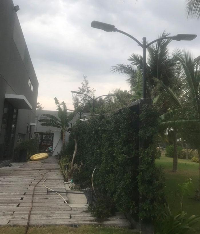 Lắp đặt hệ thống đèn chiếu sáng năng lượng mặt trời ở Khu nghỉ dưỡng & biệt thự Sanctuary Hồ Tràm 8