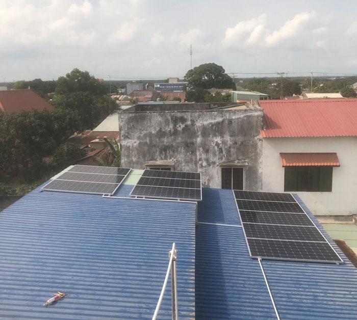 lắp điện mặt trời áp mái 4KW cho gia đình anh Hùng ở Vũng Tàu 5