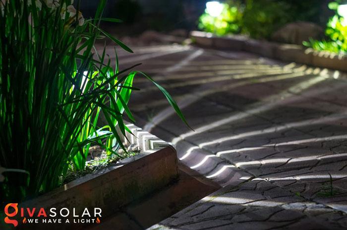 ý tưởng trang trí cảnh quan sân vườn thêm ấn tượng với đèn 4