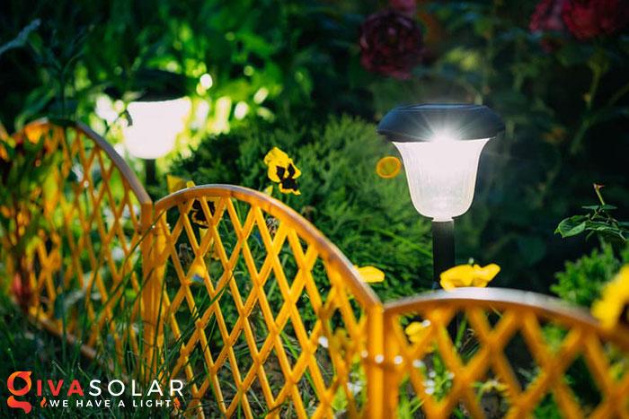 ý tưởng trang trí cảnh quan sân vườn thêm ấn tượng với đèn 8