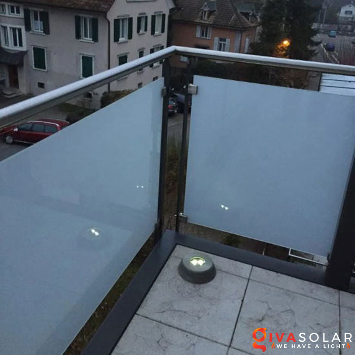 ý tưởng chiếu sáng và trang trí cầu thang với đèn năng lượng mặt trời 10