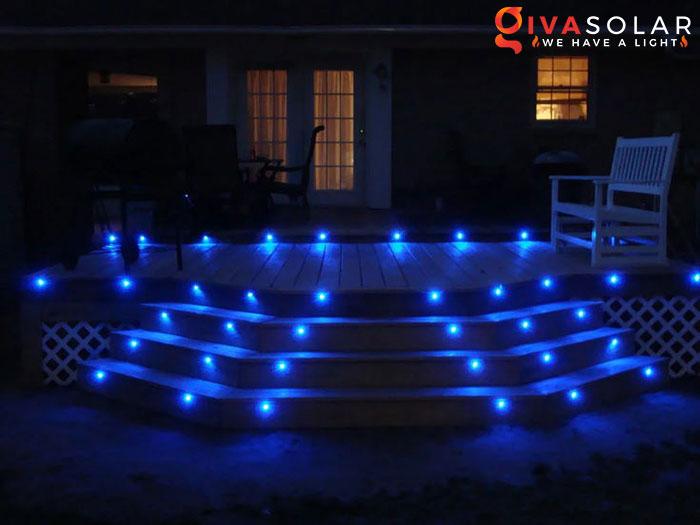 ý tưởng chiếu sáng và trang trí cầu thang với đèn năng lượng mặt trời 14