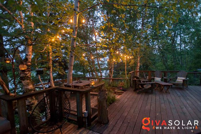 ý tưởng chiếu sáng và trang trí cầu thang với đèn năng lượng mặt trời 15