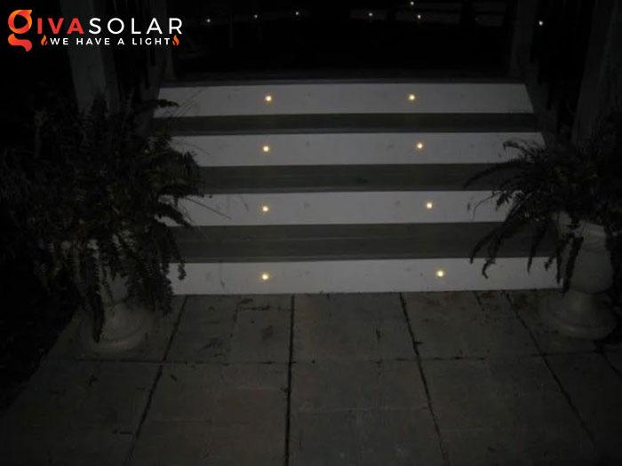 ý tưởng chiếu sáng và trang trí cầu thang với đèn năng lượng mặt trời 4