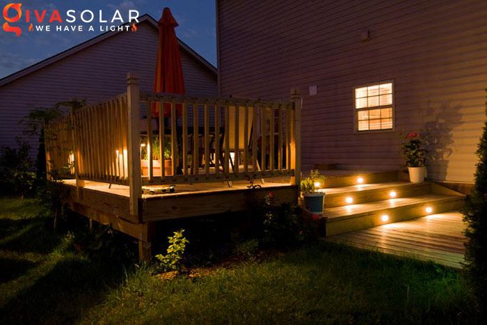 ý tưởng chiếu sáng và trang trí cầu thang với đèn năng lượng mặt trời 5