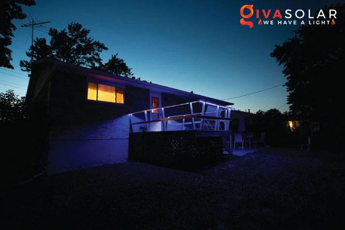 ý tưởng chiếu sáng và trang trí cầu thang với đèn năng lượng mặt trời 8