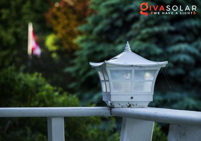 ý tưởng chiếu sáng và trang trí cầu thang với đèn năng lượng mặt trời 9