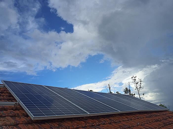 Hệ thống điện mặt trời độc lập 2.6KW ở Đắk Nông 6