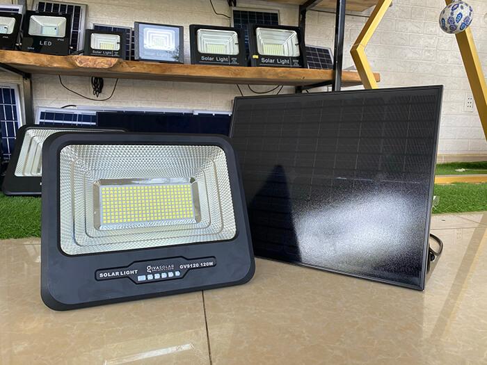 Đèn pha cao cấp năng lượng mặt trời 120W 1