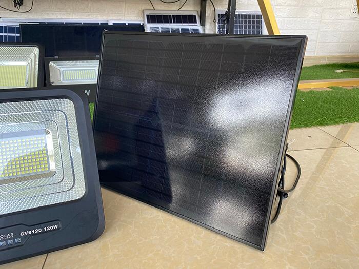 Đèn pha cao cấp năng lượng mặt trời 120W 12