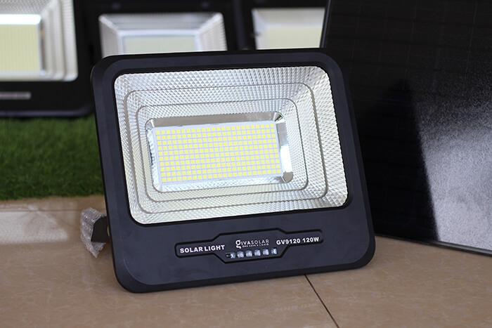 Đèn pha cao cấp năng lượng mặt trời 120W 3